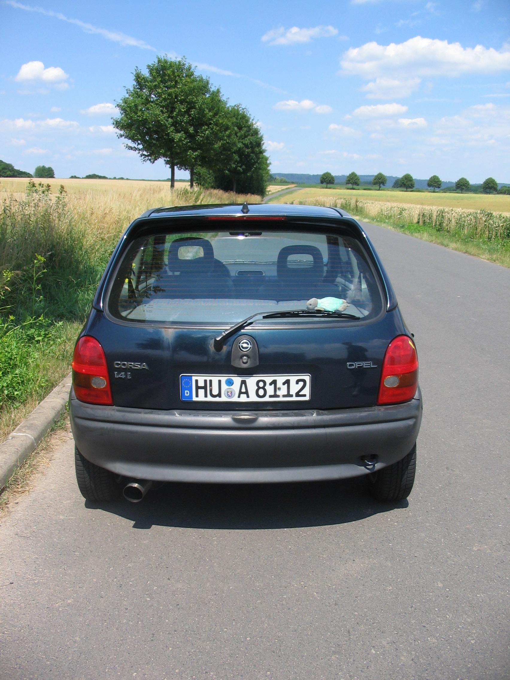 Opel Corsa B 1.4L BJ 95 : Biete Opel